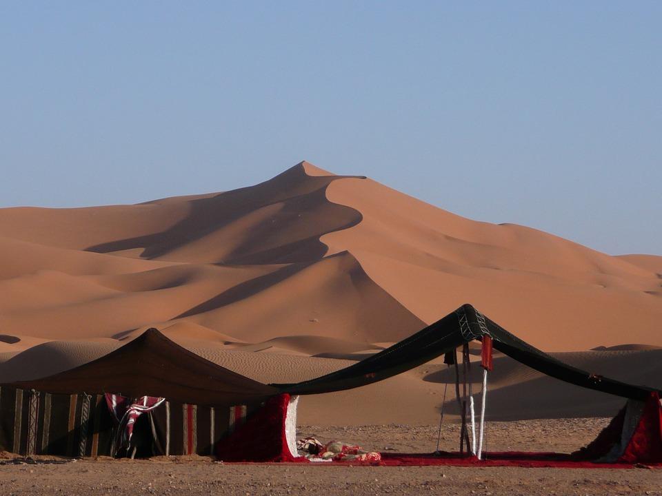 Przykładowy obóz dla turystów na Saharze